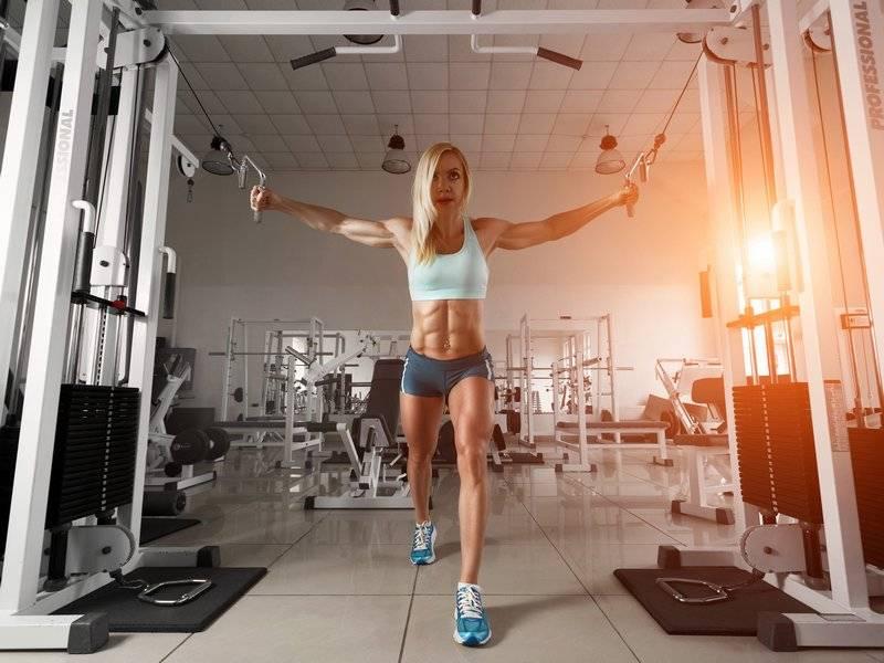 Круговая тренировка для начинающих девушек для сжигания жира на все группы мышц в домашних условияхwomfit