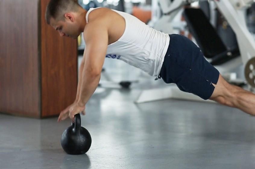 11 упражнений с гирями на все группы мышц нашего тела