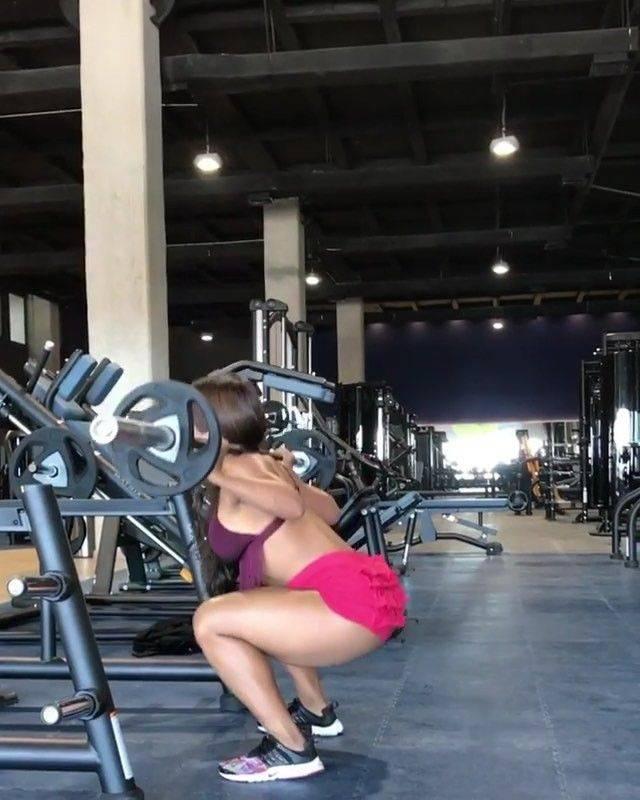 Тренировка бицепса бедра: зачем нужны упражнения, занятия в зале и дома, противопоказания