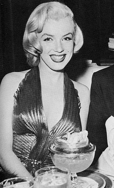 Абсурдные диеты знаменитостей: зачем Мерилин Монро ела сырые яйца с мороженным?