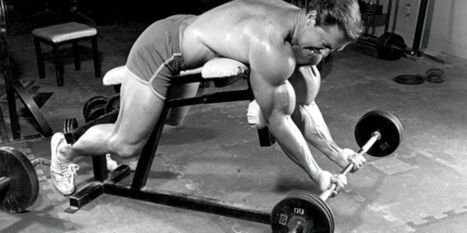 Жим ларри скотта - нестандартное упражнение для огромных плеч