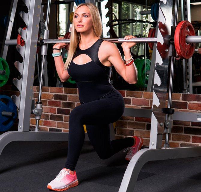 Приседания сумо: техника выполнения, работающие мышцы, вариации