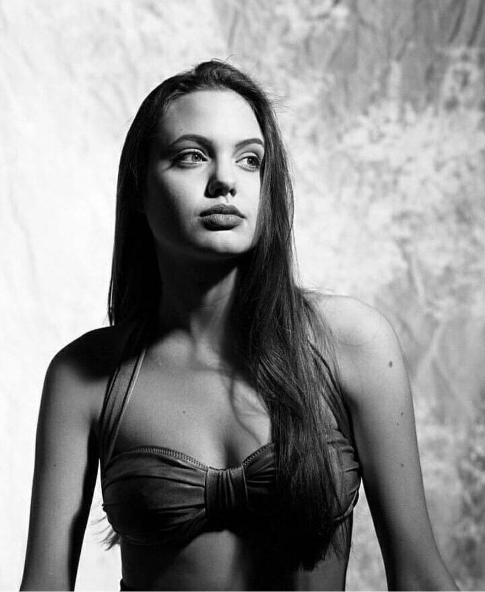Анжелина джоли: 70 горячих фото из фильмов и в молодости