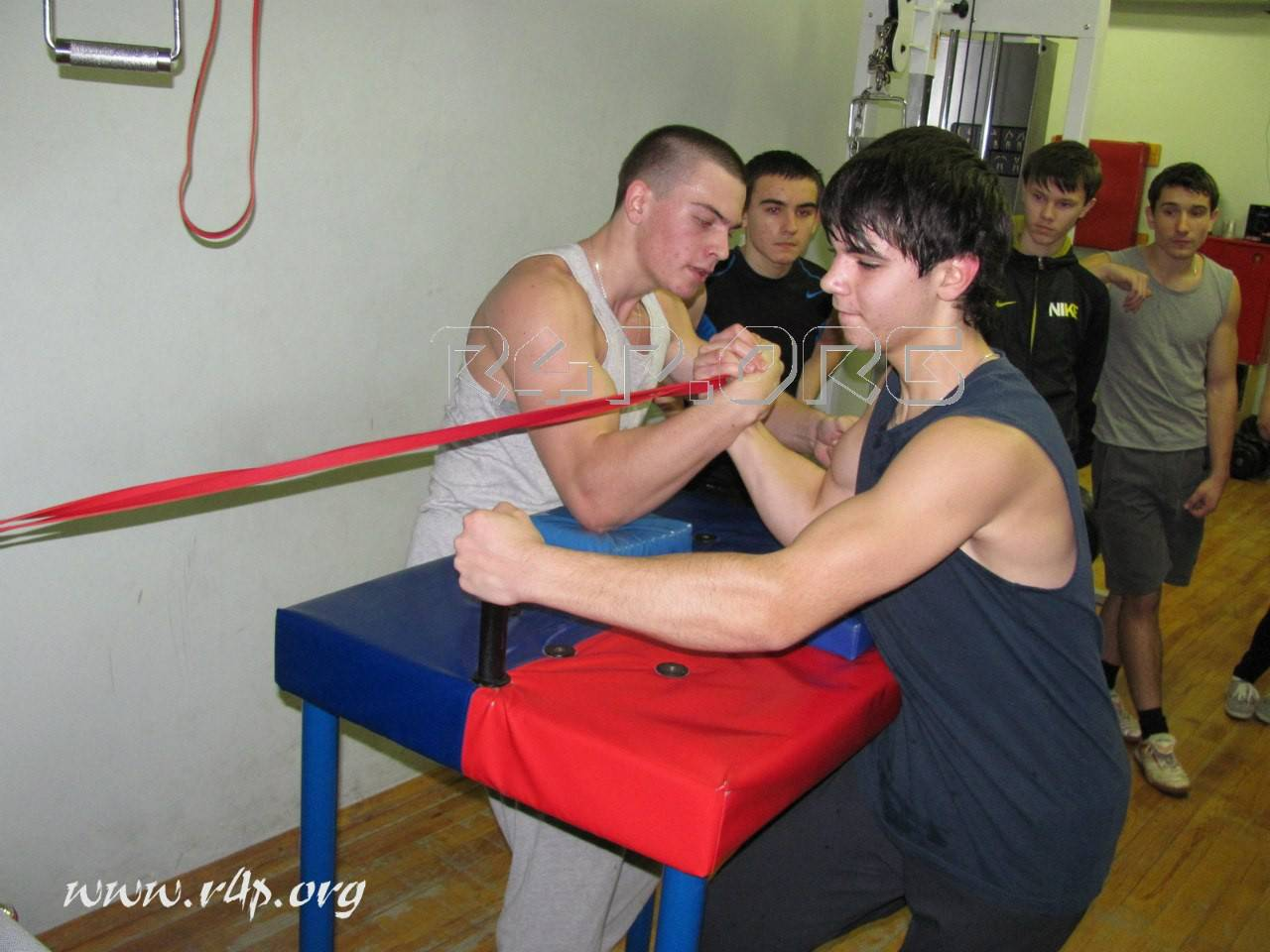 Упражнения для армрестлинга: рекомендации по тренировкам, упражнения в зале и домашних условиях