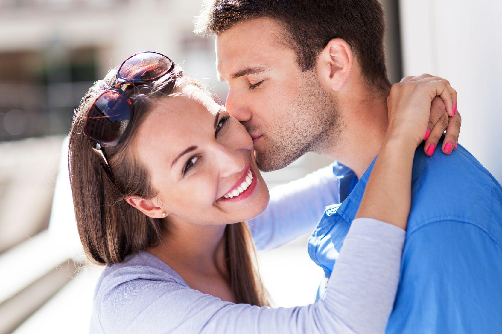 Как привлечь внимание мужчины: 12 правил женской популярности