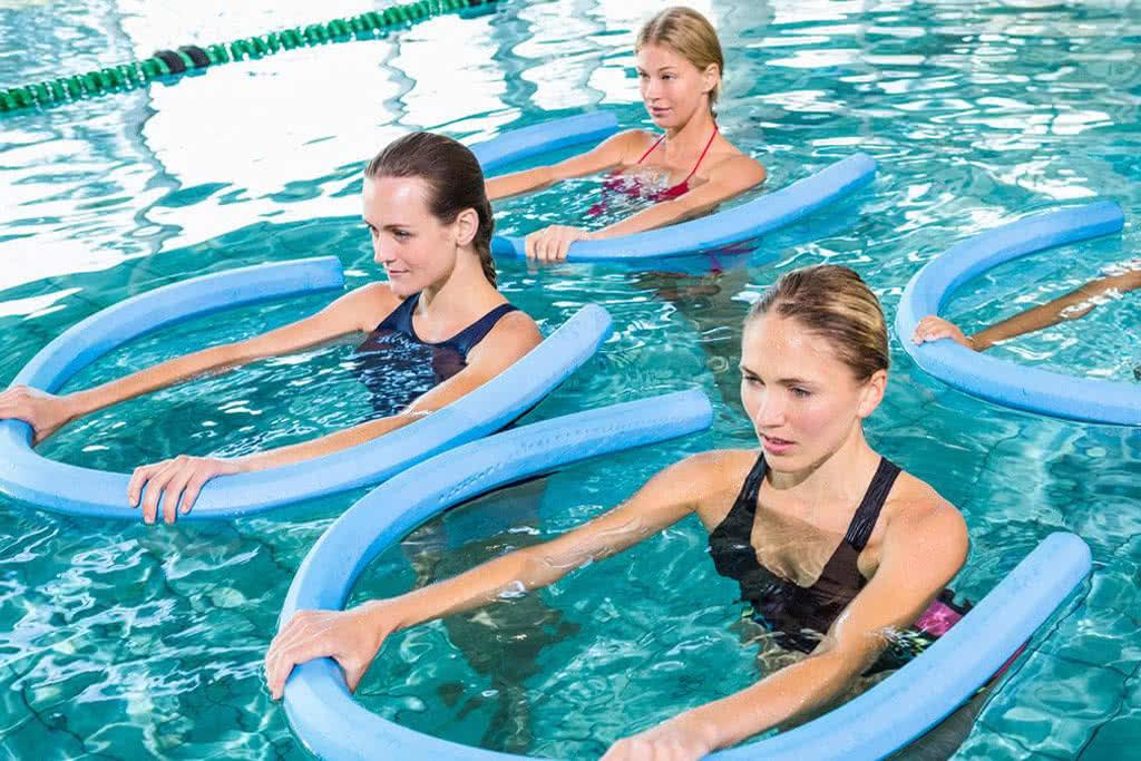 Аквааэробика: польза для организма человека и противопоказания, что из себя представляет система упражнений