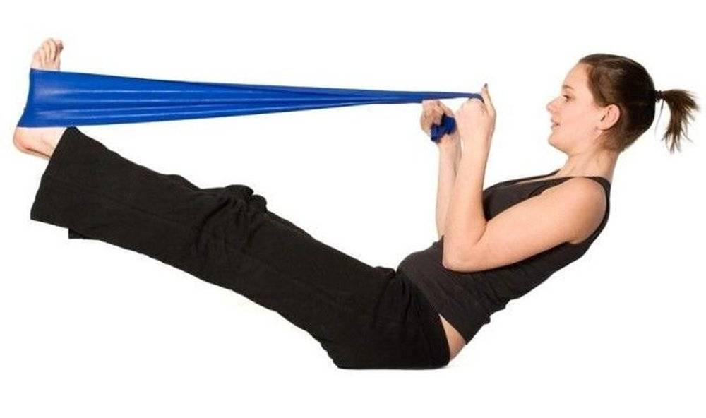 Упражнения с резинкой: какие нужны для ног и ягодиц, для тела женщин и мужчин, приседания, чем можно заменить, как сделать своими руками