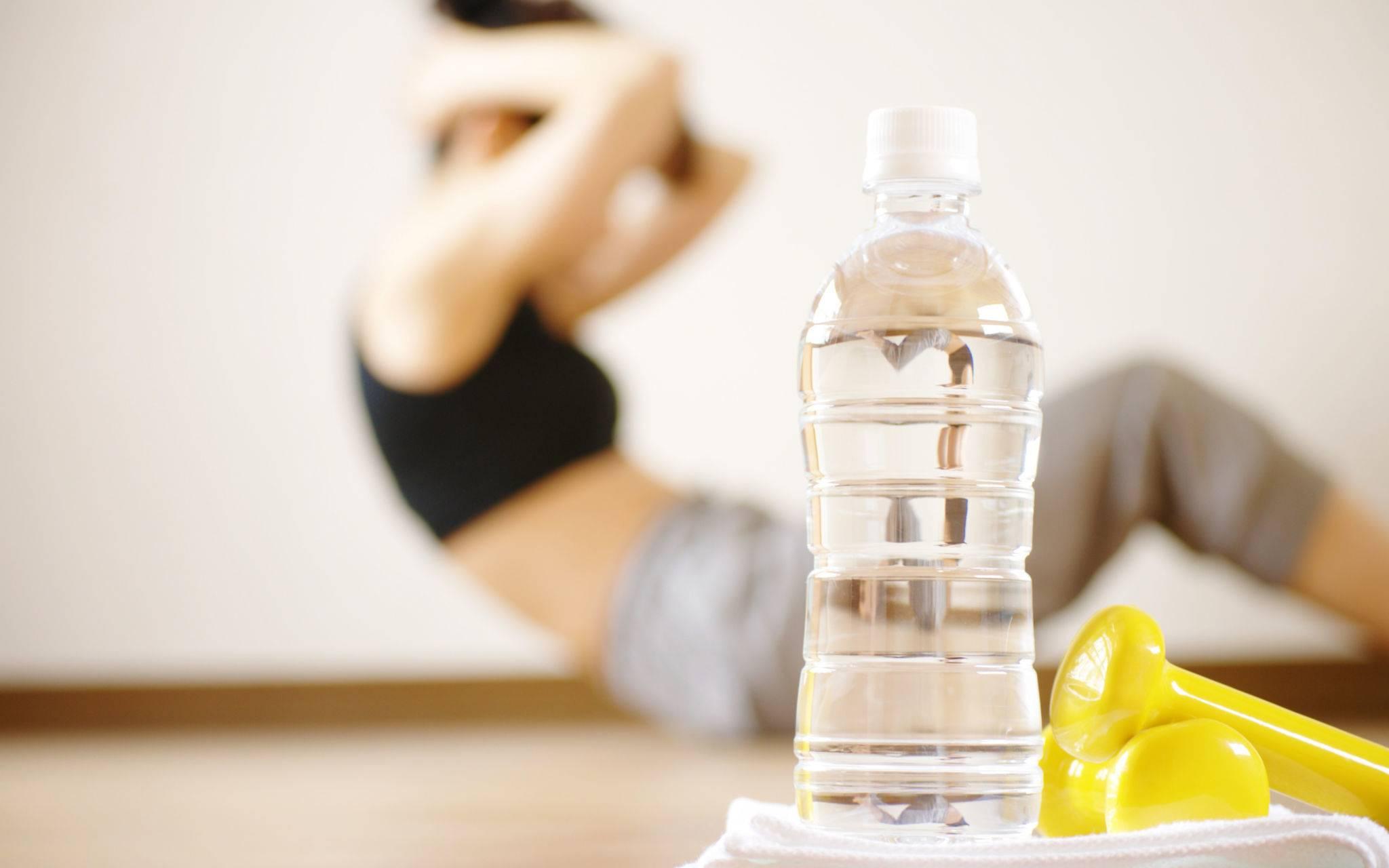 Надо ли пить воду во время тренировки?