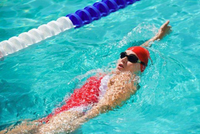 После плавания бассейне болит голова - информация врачам