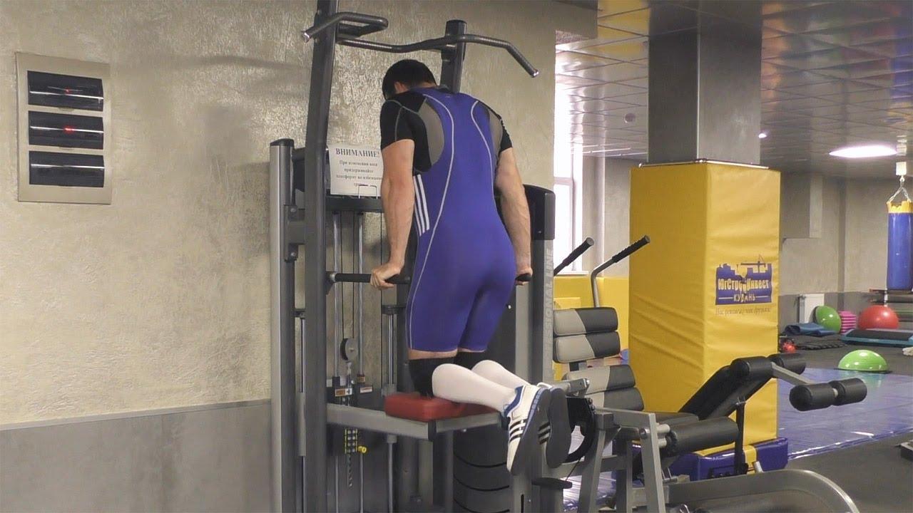 Гравитрон — тренажер для подтягивания и отжимания на брусья с противовесом