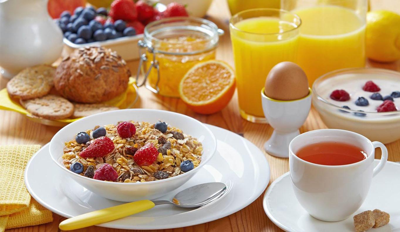 Нужно ли завтракать и можно ли ужинать?