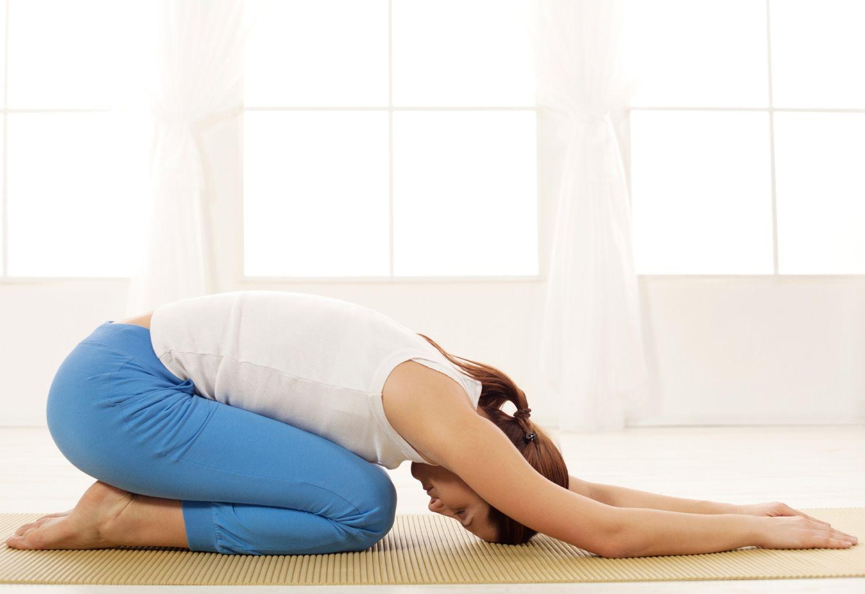 Йога для беременных в 1, 2 и 3 триместрах: преимущества и недостатки занятий во время беременности, видео уроки, противопоказания