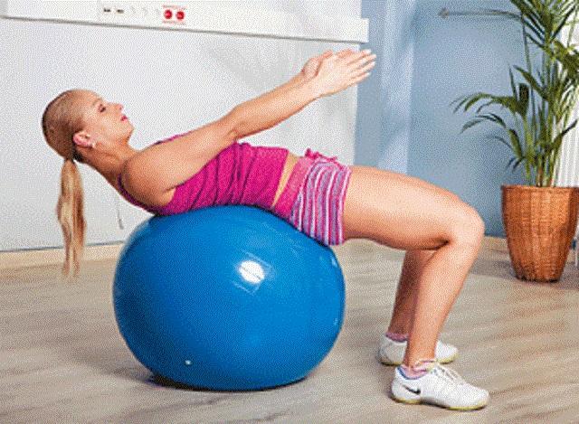 Занятия на фитболе с грудничком: разные варианты гимнастики