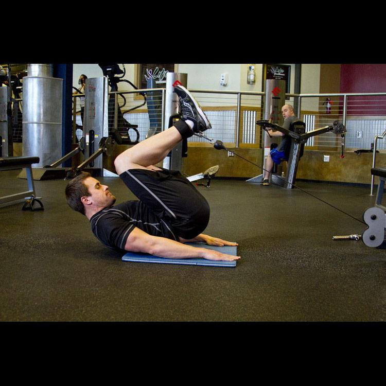 Скручивания на блоке: упражнение для пресса, техника выполнения и практические рекомендации по выполнению скручиваний в кроссовере