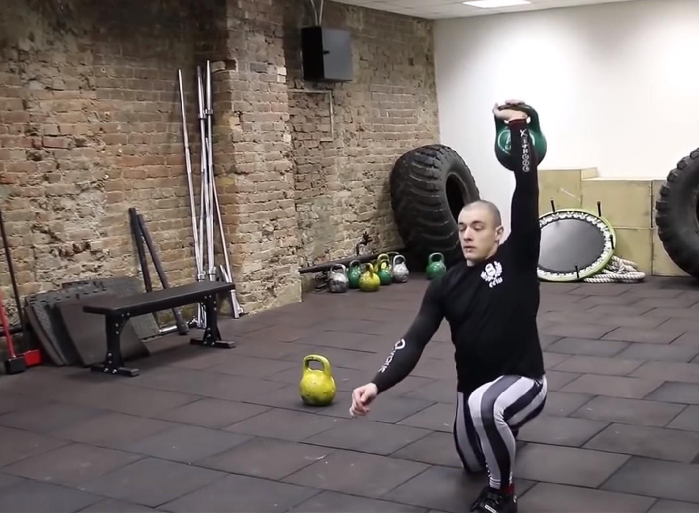 Упражнения с гирями для набора массы для начинающих в домашних условиях