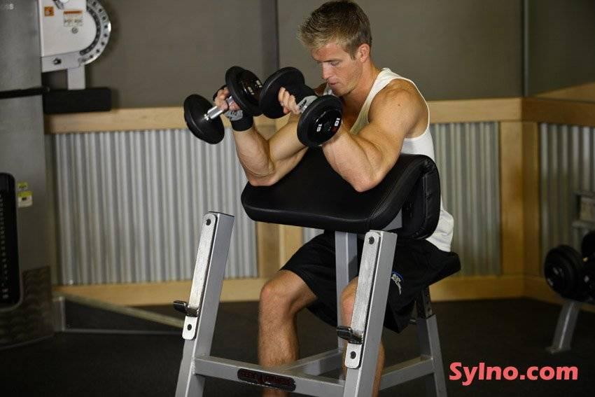 Сгибания рук на скамье скотта: техника выполнения, вариации упражнения