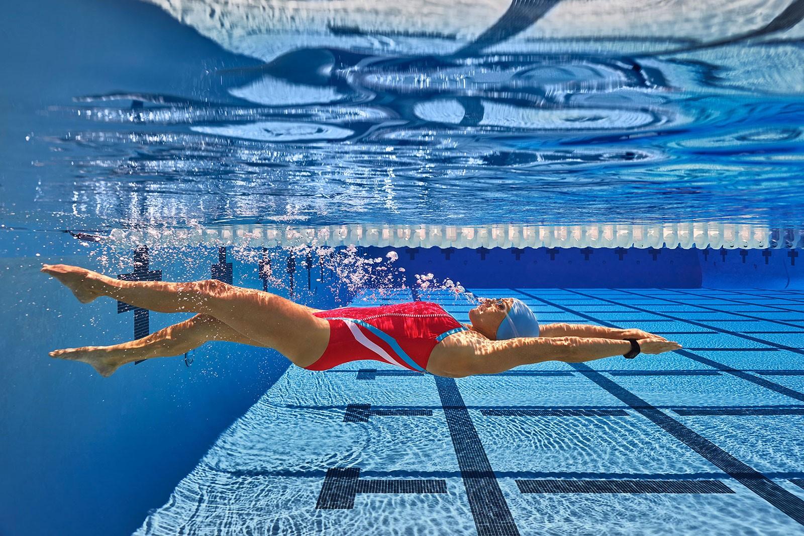 Как правильно плавать в бассейне для позвоночника: подробная информация