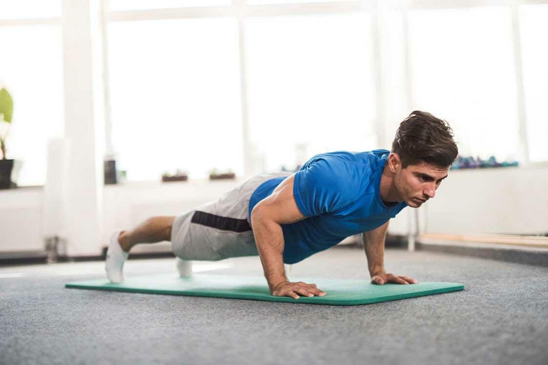 Взрывные отжимания от пола: виды, техника выполнения упражнения и его польза