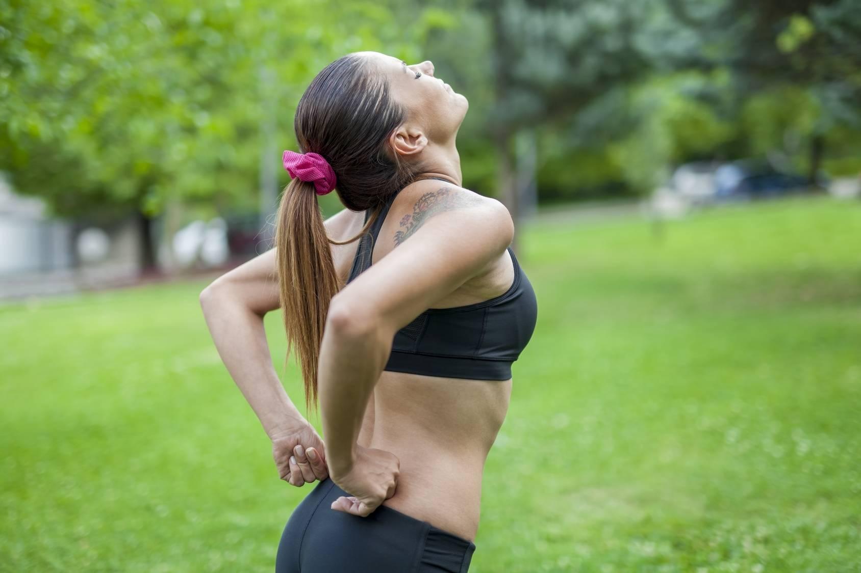 Почему болят мышцы после тренировки, что делать