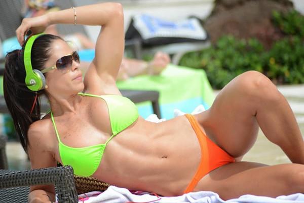 Фитнес-модель мишель левин сверкнула сочными изгибами в пикантном купальнике: спорт творит чудеса ► последние новости