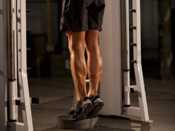 Как накачать икры ног в домашних условиях и в тренажерном зале