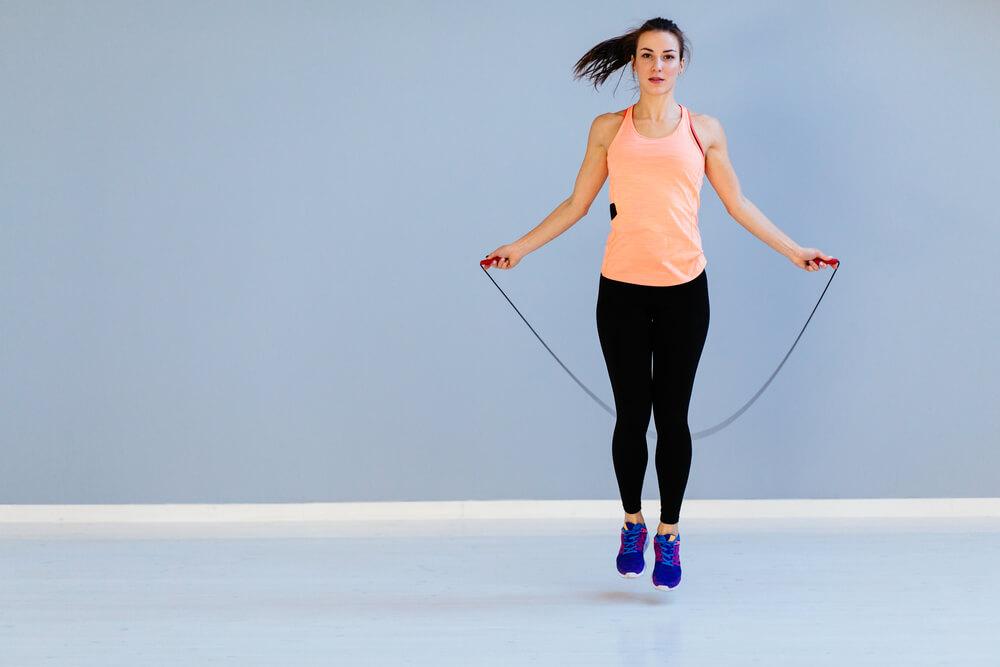 Скакалка для похудения: как прыгать, сколько калорий сжигается