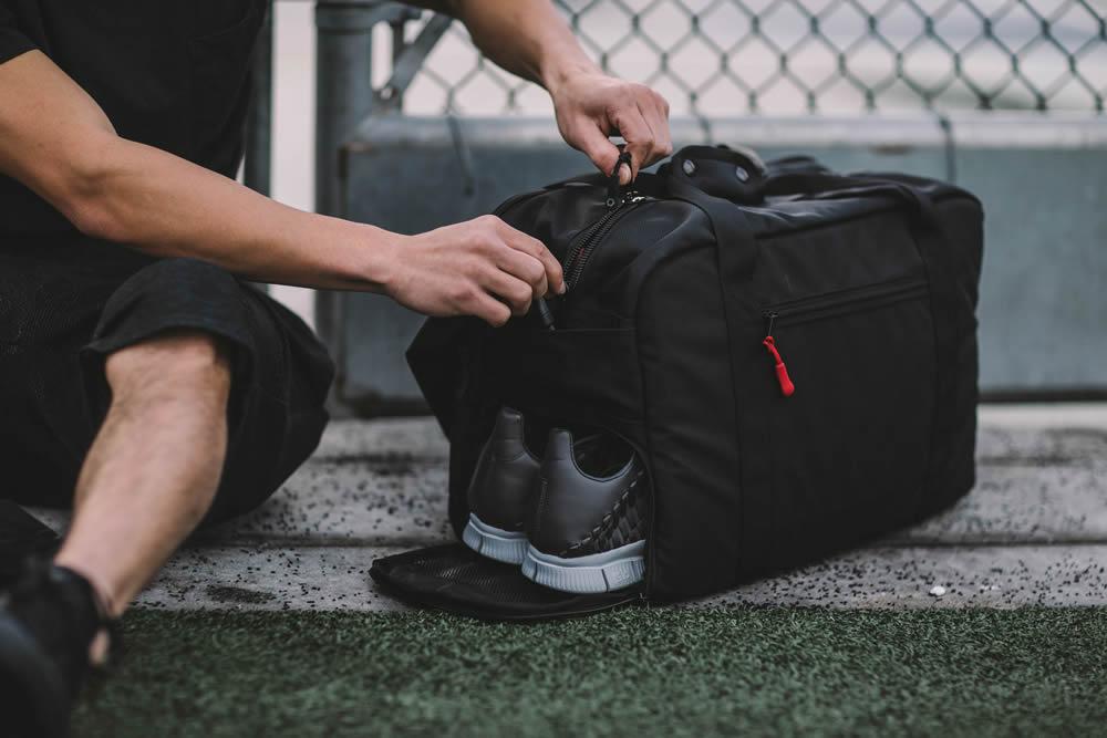 Что нужно брать с собой на фитнес или на качалку в тренажерном зале