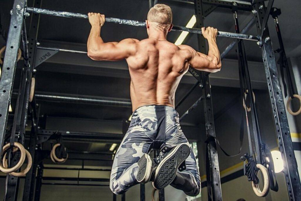 Подтягивания или тяга верхнего блока: что лучше?