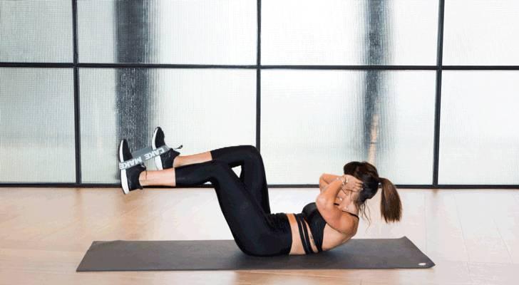 Упражнения с резинкой для ягодиц, ног, рук, спины и пресса: комлпекс для тренировки с резиной всег тела в домашних условияхwomfit