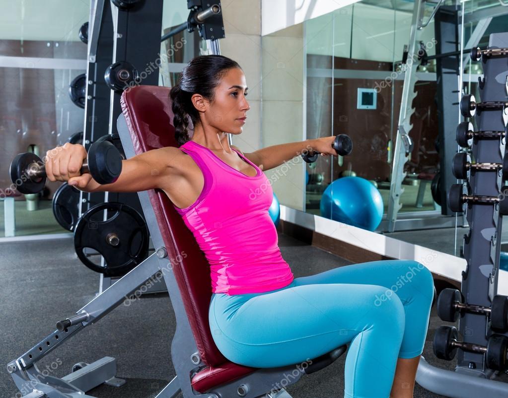 Упражнения на трицепс для женщин: в домашних условиях и тренажерном зале