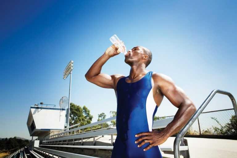 Сколько нужно пить воды в день, какое количество необходимо в сутки мужчине, женщине, спортсмену, детям, что будет, если употреблять много или мало жидкости
