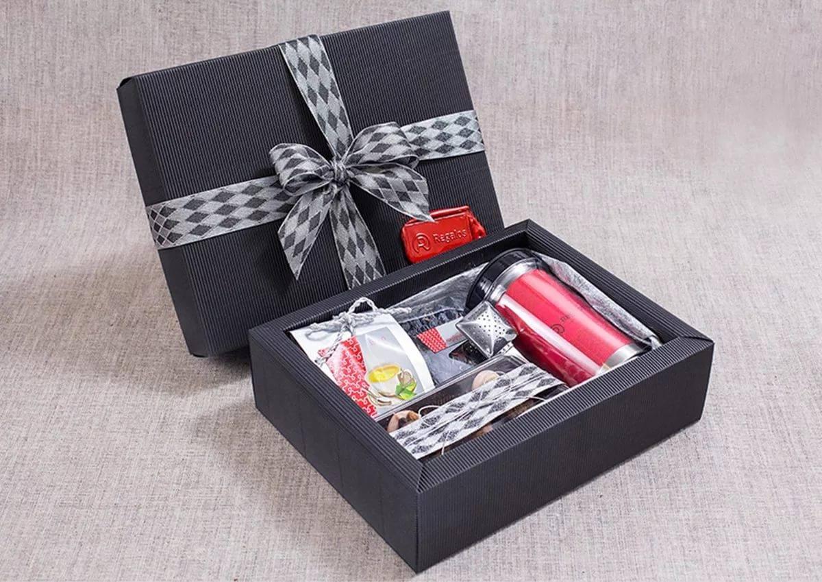 Что подарить мужу на новый год 2021 - интересные идеи подарков