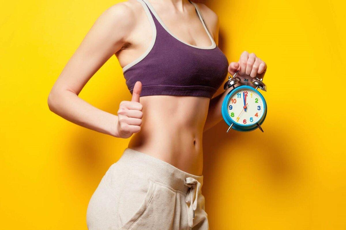 В какое время суток лучше заниматься спортом для похудения: утром или вечером?