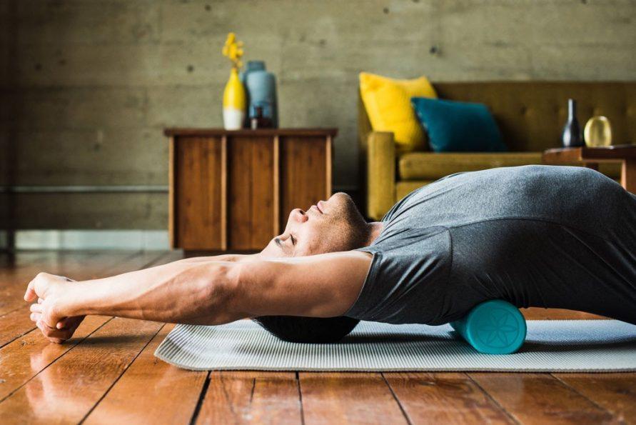 Упражнение с валиком для спины – японская гимнастика для позвоночника