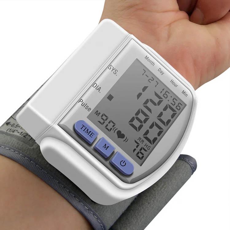 Фитнес браслет с давлением. уровень точности и как измеряет