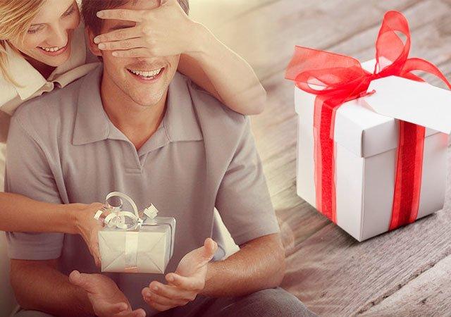 Как красиво подарить подарок девушке?