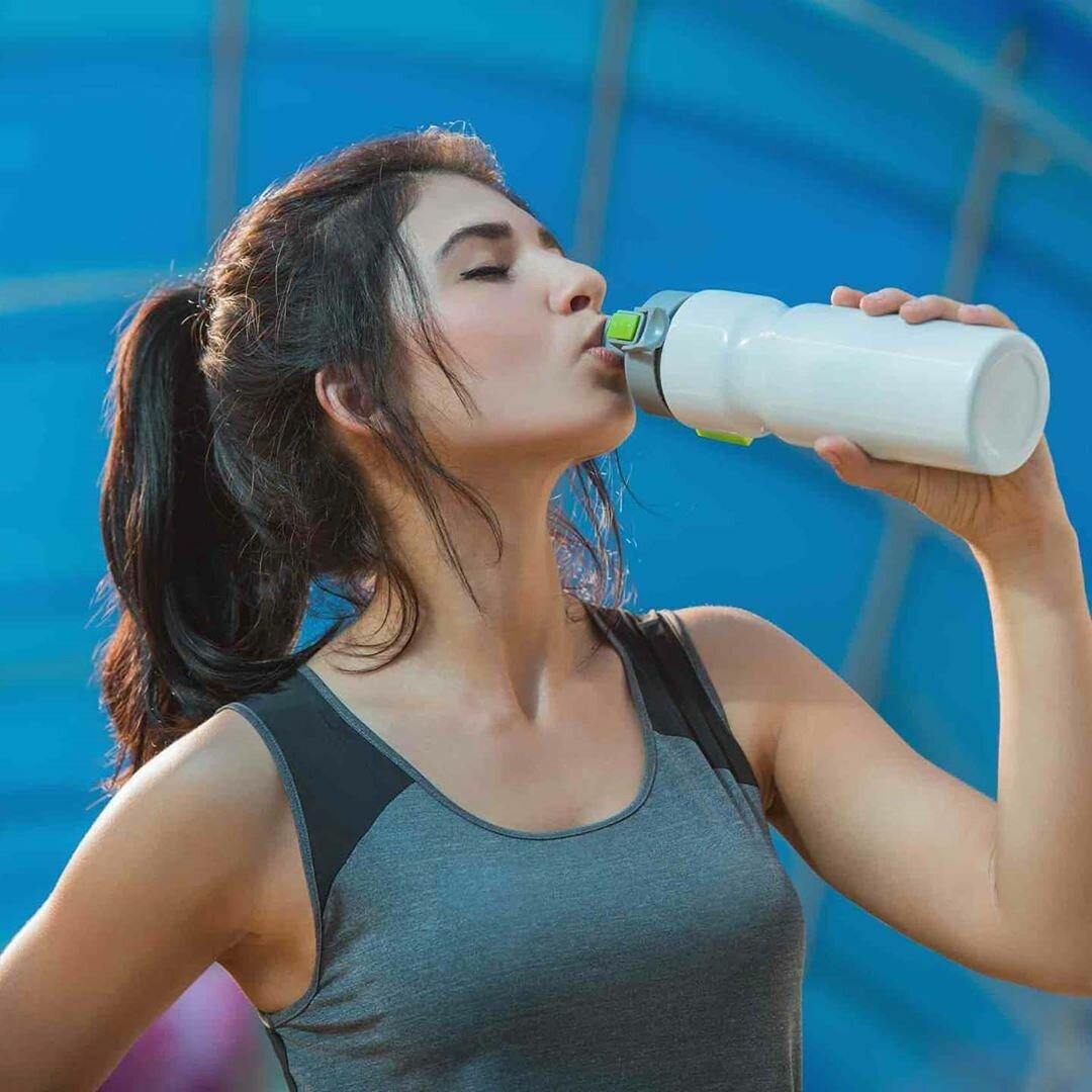Вода во время тренировки: сколько пить?