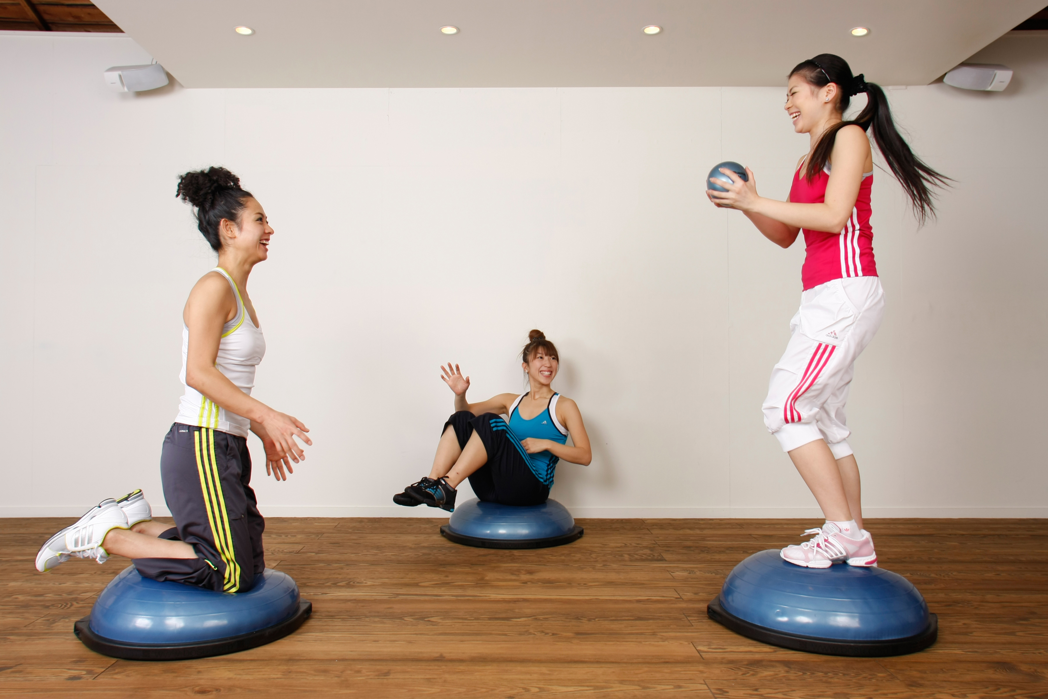 Упражнения на полусфере босу для похудения ног