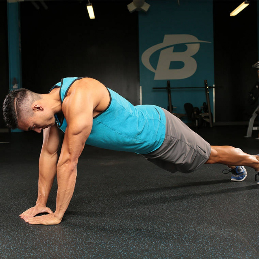 Наклонные отжимания: техника выполнения, работающие мышцы, вариации