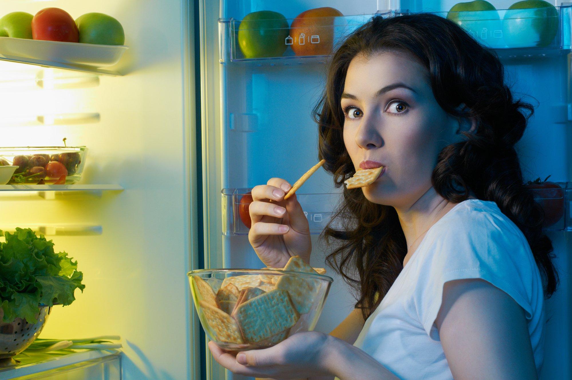 За сколько часов до сна можно есть и что лучше съесть на ночь