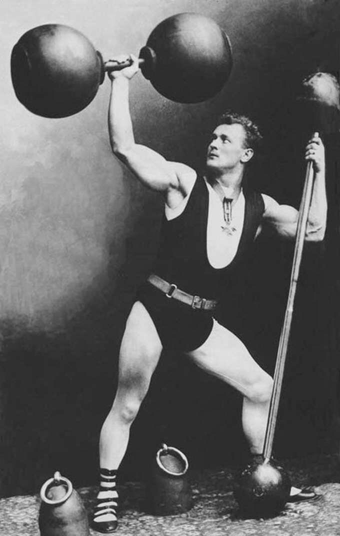 Тренировка евгения сандова с гантелями и собственным весом