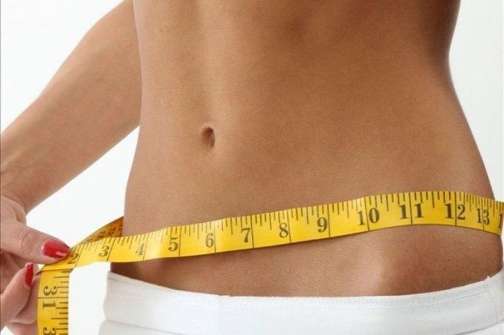 Почему напольные электронные весы показывают разный вес?