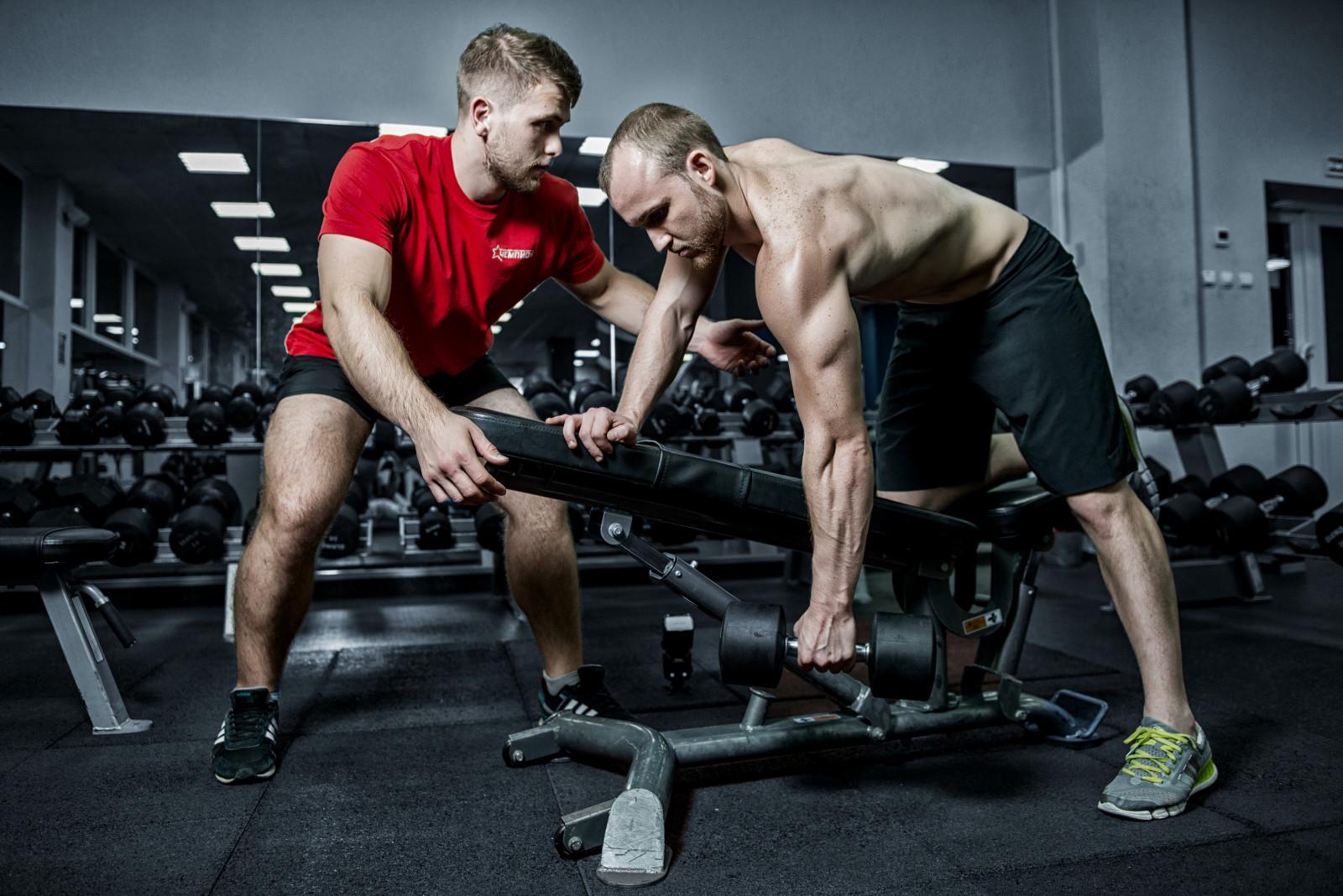 Как стать фитнес тренером с нуля, что нужно знать, где учиться