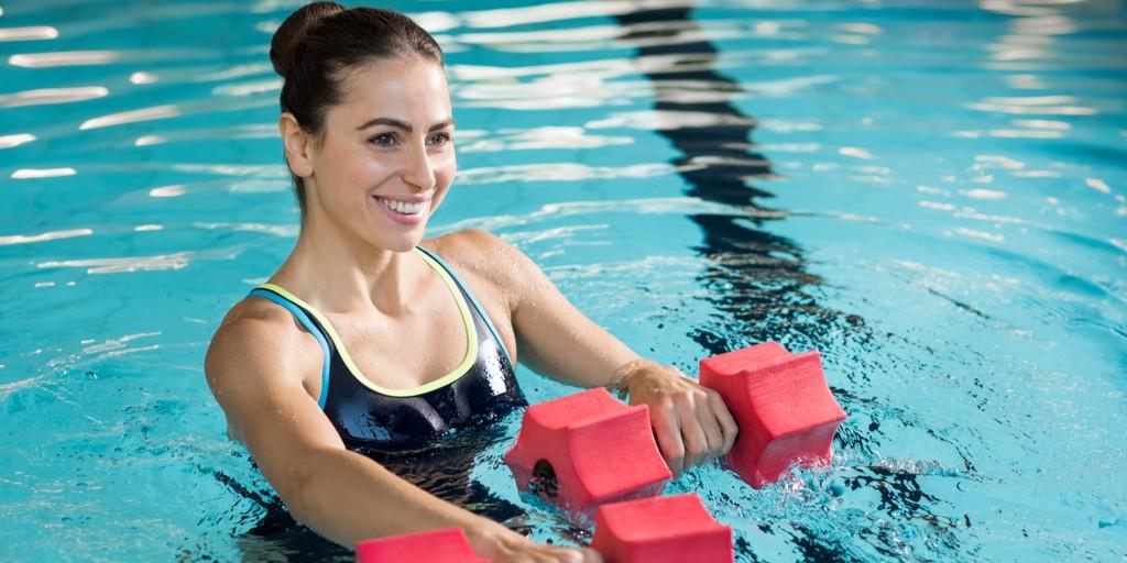 Аквааэробика для похудения - отзывы, упражнения и видео инструкция