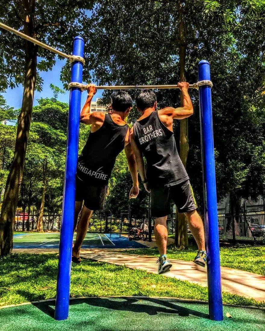 Подтягивания на одной руке: польза и вред, как научиться, программа тренировок, мировой рекорд