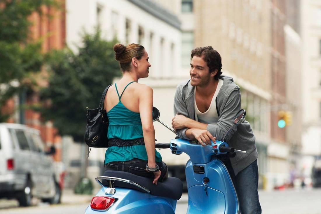 Как привлечь внимание мужчины: 5 легких способов