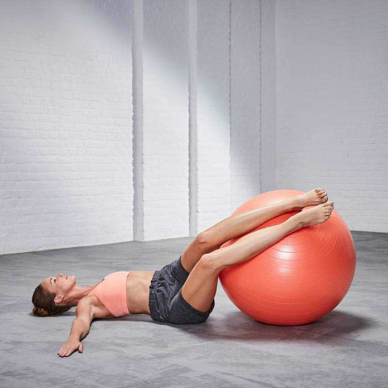 Упражнения на мяче для похудения ног и ягодиц