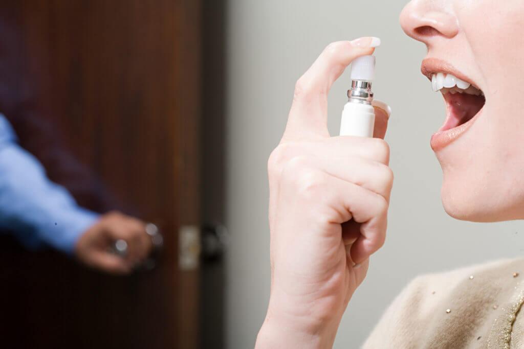 Привкус горечи во рту: причины, симптомы, что это значит?