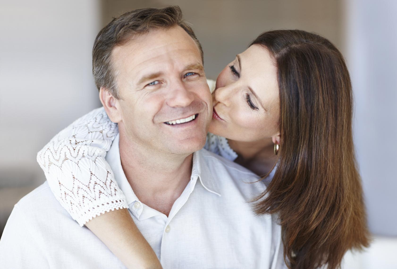 Психологи назвали 5 признаков по-настоящему влюбленного мужчины