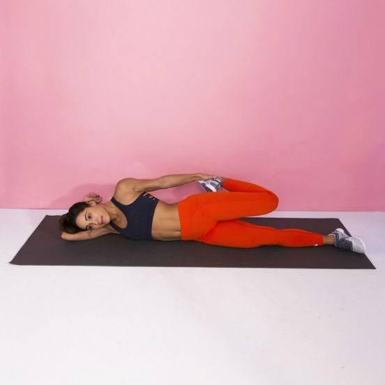 Упражнение лягушка – простая и действенная поза для развития растяжки и гибкости